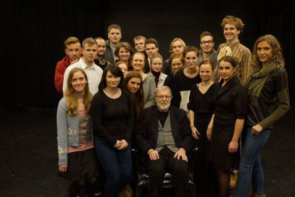 Su Vytauto Didžiojo universiteto teatro aktoriais. 2013 m.