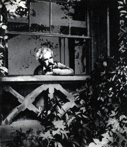 Markas Tvenas altanoje, kur parašė geriausias savo knygas. 90–ieji metai