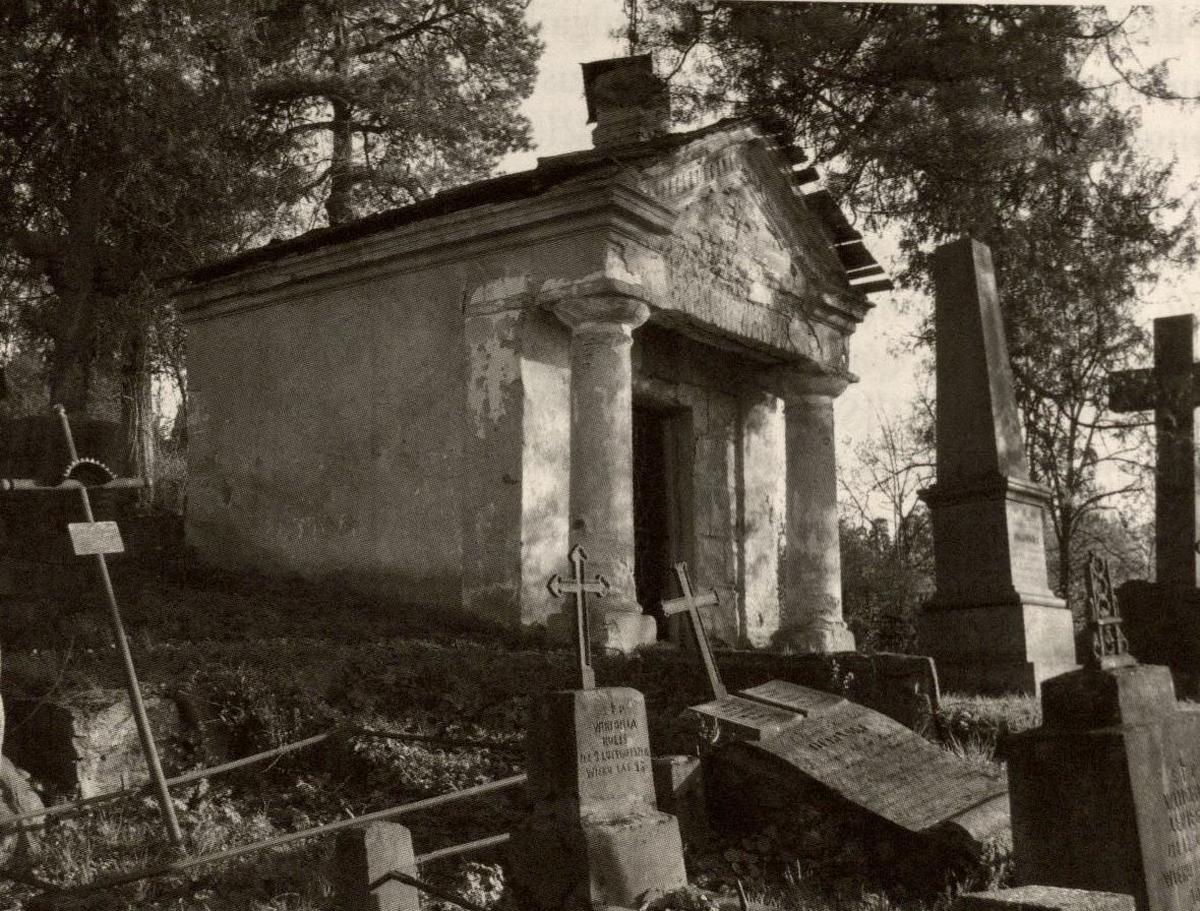 Kunigaikščių Oginskių memorialas Vilniaus Saulės kapinėse. 2008 m. Foto V. Rutkauskas