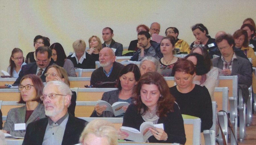 """Tarptautinės konferencijos """"Laiškas literatūroje ir kultūroje"""" plenarinės sesijos dalyviai. 2014 m."""