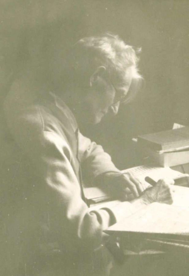 K. Grinius prie rašomojo stalo. Čikaga (JAV), 1949 m.