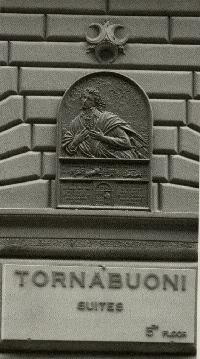 Memorialinė lenta prie Tornabuoni gatvės namo nr. 10 sienos Florencijoje. Skulpt. V. Januškevičius. Foto V. Rutkauskas. 2008 m. <br />