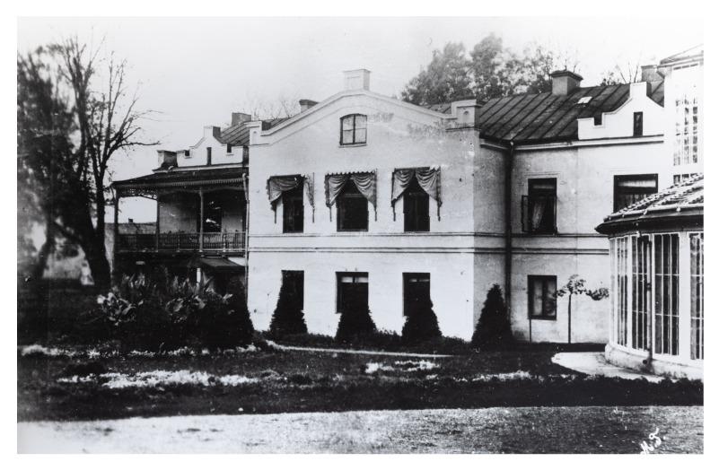 """Kretingos dvaro rūmų vakarinis korpusas (kopija), P. Mongirdaitės albumas """"Kretynga"""", p. 3., 1890 m."""