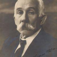 Portretas su autografu_1927.jpg