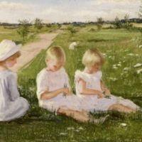 vaikai pievoje 1920a.jpg