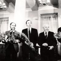 5. 5514723_orig foto A . Žižiūnas. 1992 m. Lietuvos nacionalinės kultūros ir meno premijos laureatai V. Povilionienė, V. Antanavičius, A. Šliogeris, K. Bradūnas ir P. Geniušas ..jpg