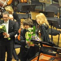 8. DSC_4246 P.J.L. Geniušai. LVSO. Kauno filharmonija 2011m..JPG