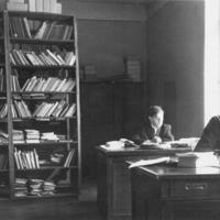 Darbo_kabinete_Kaune_apie_1949.jpg